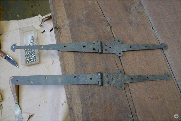 These are the two original hinges shown together