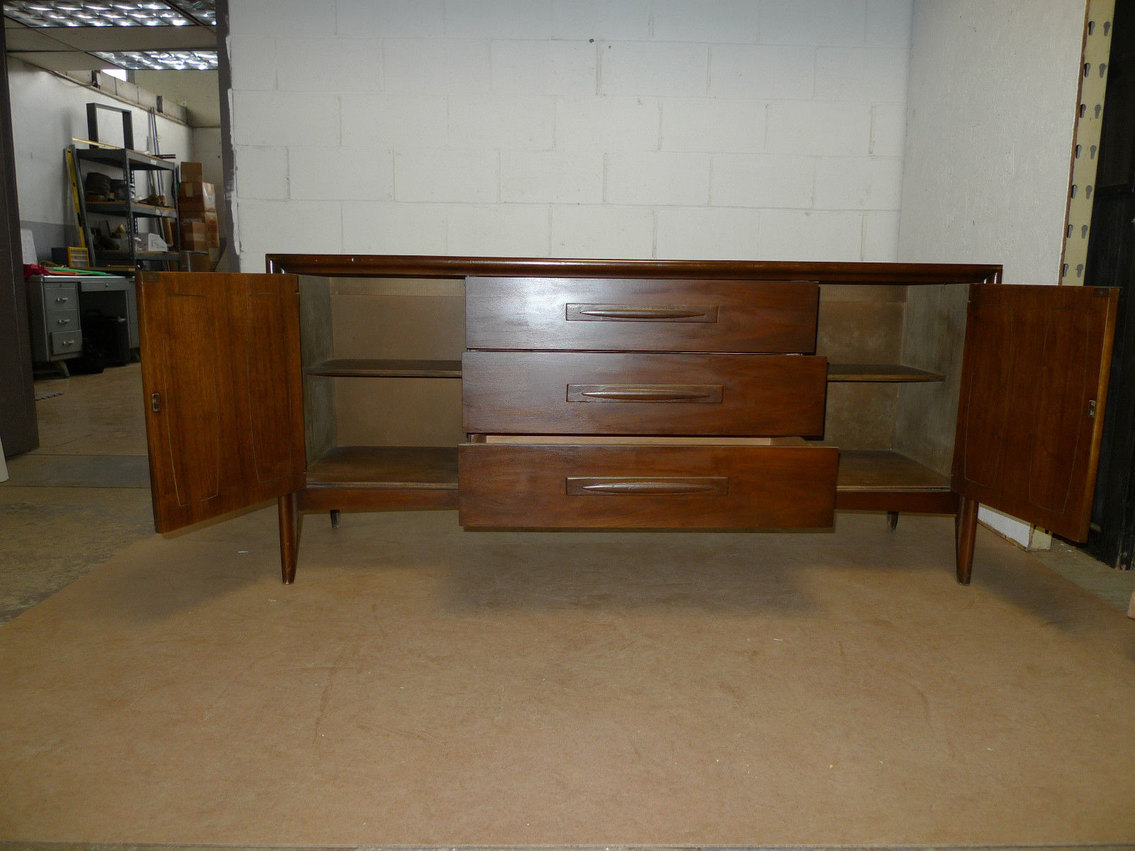 Mid Century Modern Walnut Credenza Broyhill sideboard table