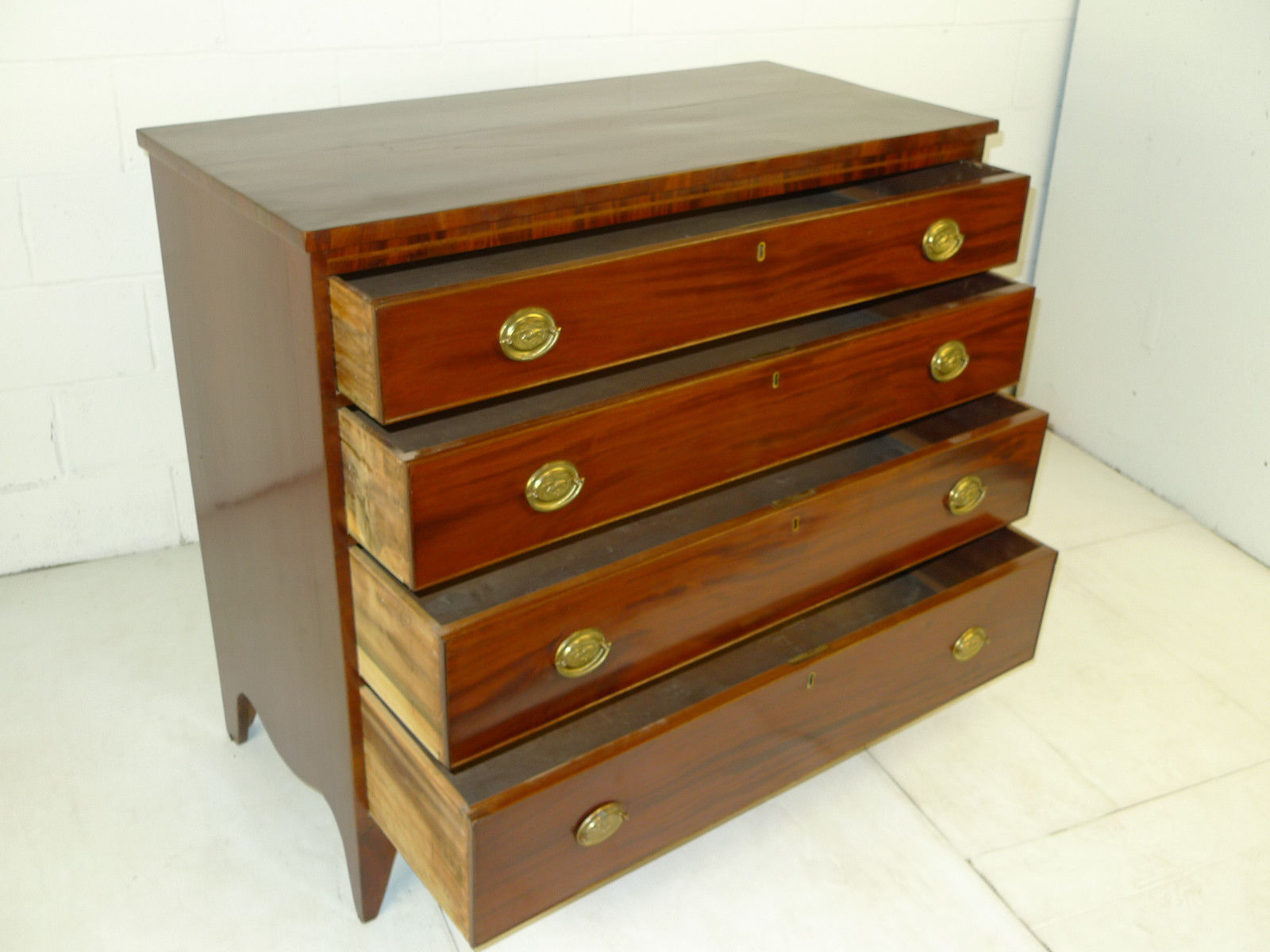 Amer. federal period hepplewhite mahogany chest drawers dresser amer