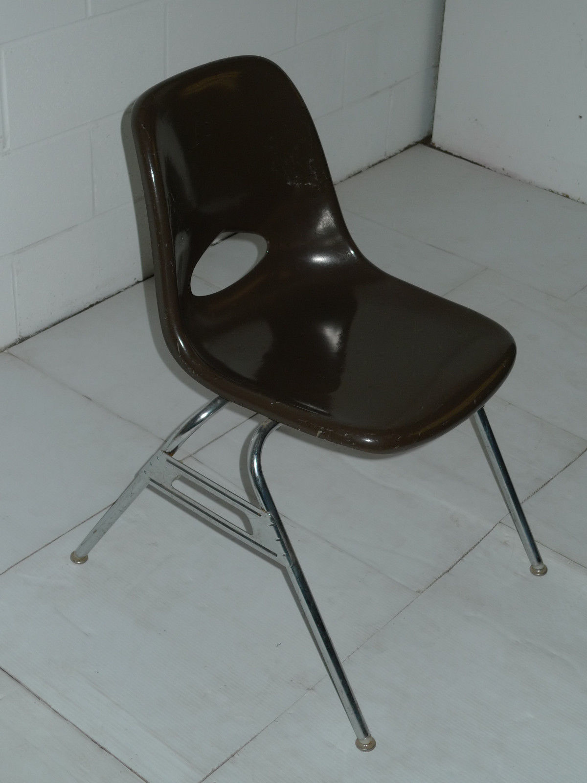 Superbe Brown Mid Century Modern Eames Era Krueger Fiberglass Chairs